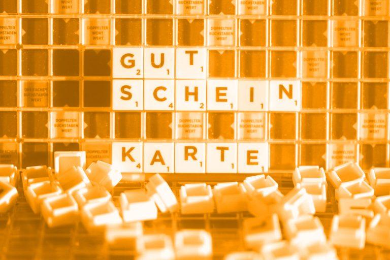 """Wort """"GutscheinKarte"""" gelegt aus Buchstabensteinen; Foto: (c) Manuela Seubert"""